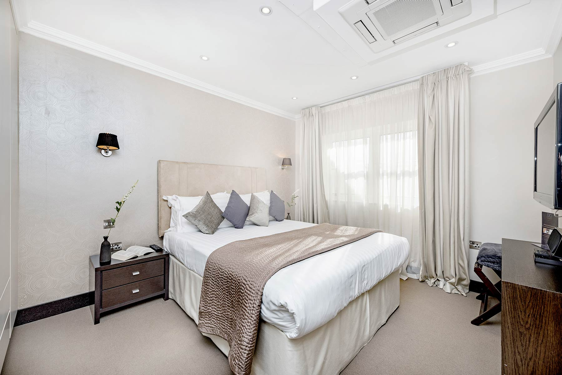 130 Queen S Gate 2 Bedroom Superior Maykenbel Properties