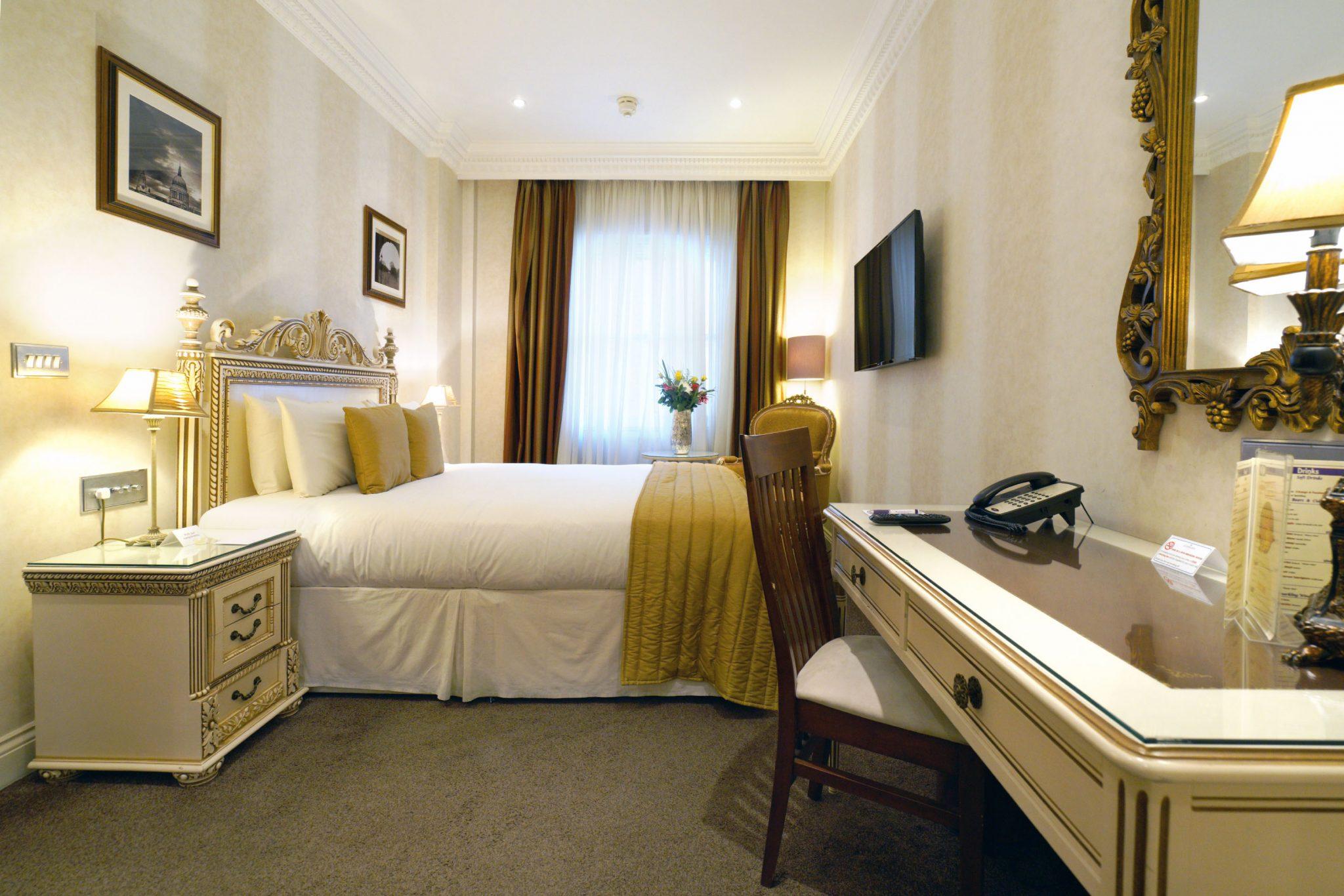 Ashburn Hotel Queen Double Room Maykenbel Properties